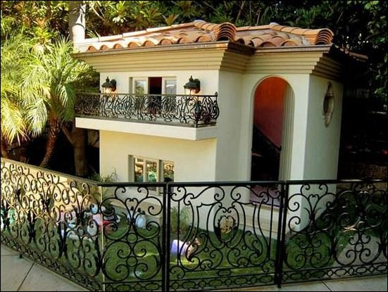 Paris-hilton's-dog-house