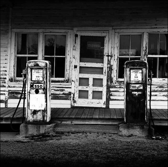 esso-black-and-white