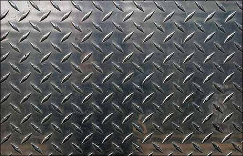 diamond-cut-pattern-on-metal-surface